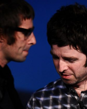 """MILAN, ITALY - NOVEMBER 10:  Noe and Liam l Gallagher of Oasis during the Italian tv show """"Che tempo che fa"""" on November 10, 2008 in Milan, Italy.  (Photo by Morena Brengola/Getty Images)"""