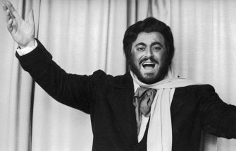 """UNSPECIFIED - CIRCA 1985:  Luciano Pavarotti as Rodolfo in """"La Bohème"""" by Giacomo Puccini. Vienna State Opera. Photograph around 1985  (Photo by Imagno/Getty Images)"""