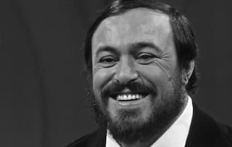 NEW YORK - NOVEMBER 3:  Singer Luciano Pavarotti on TV on November 3, 1980 in New York, New York. (Photo by Santi Visalli/Getty Images)