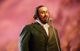 Italian operatic tenor Luciano Pavarotti (1935-2007) performs live on stage during the Pavarotti and Friends for War Child benefit concert at Parco Novi Sad in Modena, Italy on 8th June 1996. (Photo by Brian Rasic/Getty Images)