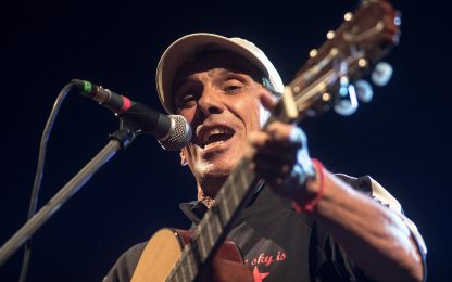 Manu Chao compie 60 anni: la carriera attraverso le canzoni più famose