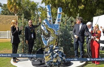 """BEVERLY HILLS, CALIFORNIA - NOVEMBER 02: (L - R) Barbara Bach, musician Ringo Starr and Beverly Hills Mayor John Mirisch unveil Starr's donated sculpture """"Peace and Love"""" at Beverly Gardens Park on November 02, 2019 in Beverly Hills, California. (Photo by Michael Tullberg/Getty Images)"""
