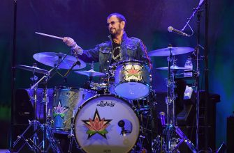 English musician Ringo Starr performs onstage at the 50th anniversary celebration of Woodstock at Bethel Woods Center for the Arts on August 15, 2019 in Bethel, New York. (Photo by Angela Weiss / AFP) / RESTRICTED TO EDITORIAL USE        (Photo credit should read ANGELA WEISS/AFP via Getty Images)