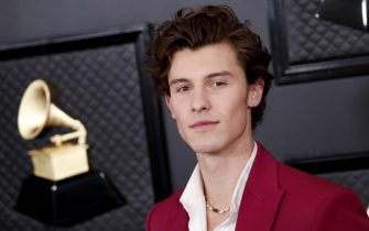 epa08168624 Shawn Mendes arrives for the 62nd Annual Grammy Awards ceremony at the Staples Center in Los Angeles, California, USA, 26 January 2020.  EPA/ETIENNE LAURENT