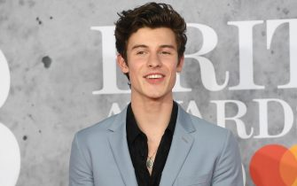 epa07383907 Canadian performer Shawn Mendes arrives for the Brit Awards 2019 at the O2 Arena in Greenwich, London, Britain, 20 February 2019. It is the 39th edition of the British Phonographic Industry's annual pop music awards.  EPA/FACUNDO ARRIZABALAGA