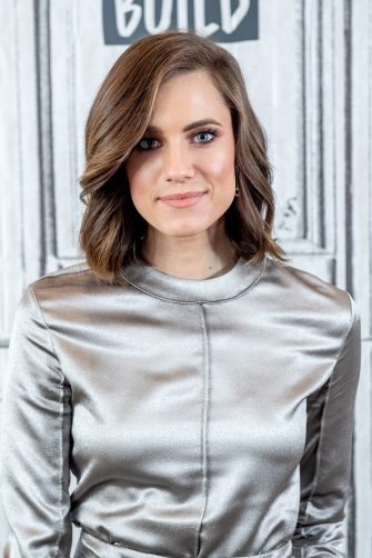 """NEW YORK, NEW YORK - JANUARY 07:  Actress Allison Williams discusses """"A Series of Unfortunate Events"""" with the Build Series at Build Studio on January 07, 2019 in New York City. (Photo by Roy Rochlin/Getty Images)"""