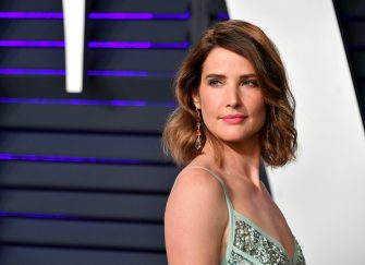 BEVERLY HILLS, CA - FEBRUARY 24:  Cobie Smulders attends the 2019 Vanity Fair Oscar Party hosted by Radhika Jones at Wallis Annenberg Center for the Performing Arts on February 24, 2019 in Beverly Hills, California.  (Photo by Dia Dipasupil/Getty Images)