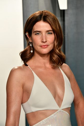 BEVERLY HILLS, CALIFORNIA - FEBRUARY 09: Cobie Smulders attends the 2020 Vanity Fair Oscar Party hosted by Radhika Jones at Wallis Annenberg Center for the Performing Arts on February 09, 2020 in Beverly Hills, California. (Photo by Frazer Harrison/Getty Images)