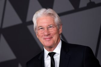 Actor Richard Gere attends the 2017 Governors Awards, on November 11, 2017, in Hollywood, California. / AFP PHOTO / VALERIE MACON        (Photo credit should read VALERIE MACON/AFP via Getty Images)