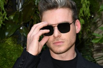 MILAN, ITALY - JUNE 17: Richard Madden attends the Giorgio Armani fashion show during the Milan Men's Fashion Week Spring/Summer 2020 on June 17, 2019 in Milan, Italy. (Photo by Daniele Venturelli/Daniele Venturelli/Getty Images )