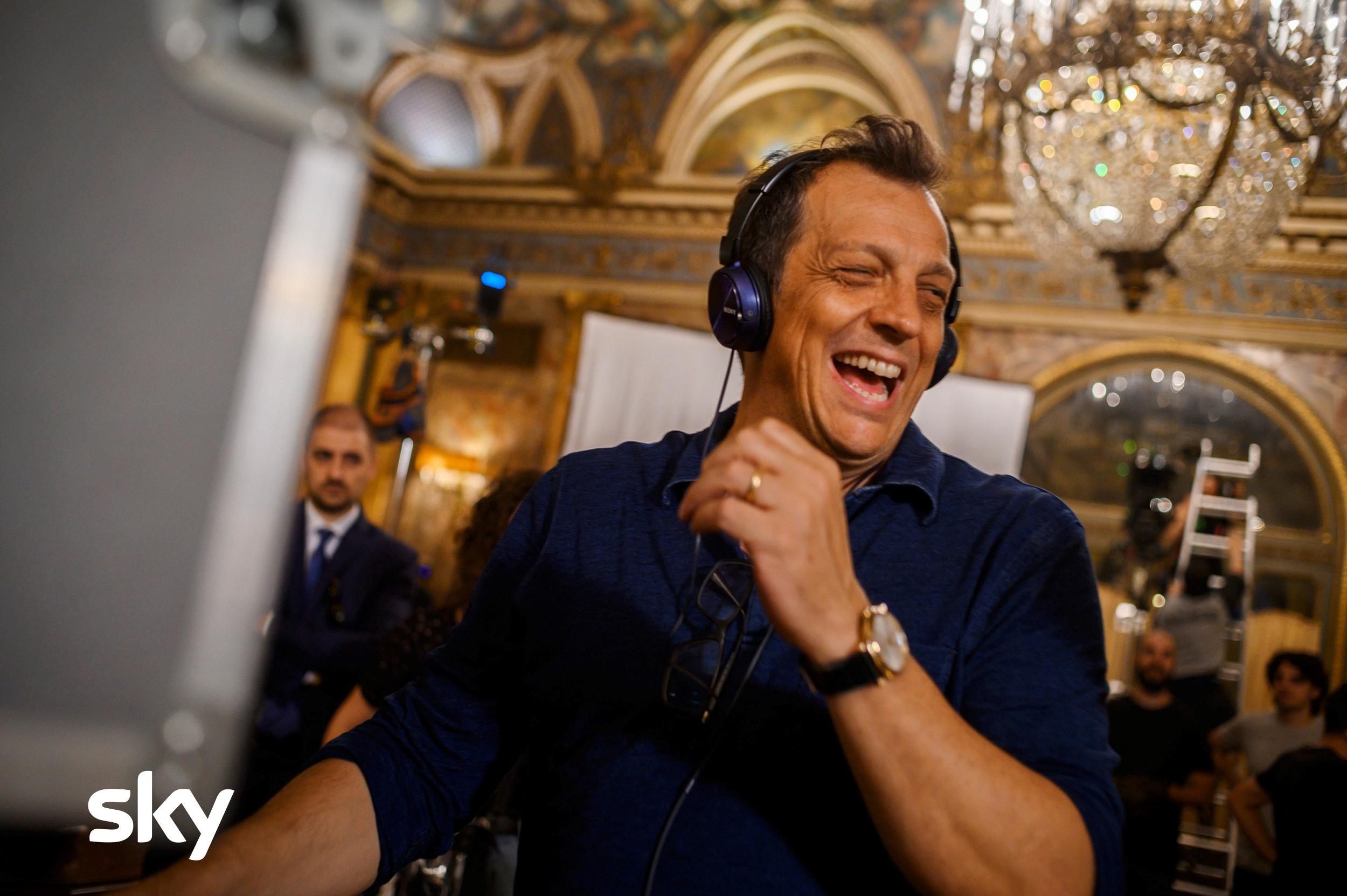 """""""A casa tutti bene"""", la prima serie tv firmata da Gabriele Muccino"""