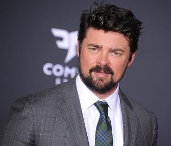 """LOS ANGELES, CA - OCTOBER 10:  Karl Urban arrives at the premiere of Disney and Marvel's """"Thor: Ragnarok"""" at the El Capitan Theatre on October 10, 2017 in Los Angeles, California.  (Photo by Gregg DeGuire/WireImage)"""