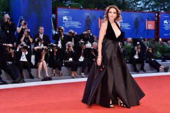 VENICE, ITALY - SEPTEMBER 06:  Claudia Gerini walks the red carpet ahead of the 'Ammore E Malavita' screening during the 74th Venice Film Festival at Sala Grande on September 6, 2017 in Venice, Italy.  (Photo by Pascal Le Segretain/Getty Images)