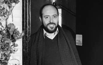NOVEMBRE 1974 - LO STILISTA ELIO FIORUCCI, PA, MODA, IMPRENDITORE, SCIARPA, FIORI, ANNI 70, B/N, 03-00010749