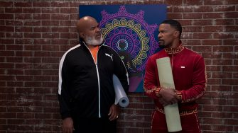 DAD STOP EMBARRASSING ME (L to R) DAVID ALAN GRIER as POPS and JAMIE FOXX as BRIAN in episode 104 of DAD STOP EMBARRASSING ME Cr. SAEED ADYANI/NETFLIX © 2021