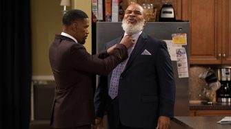 DAD STOP EMBARRASSING ME (L to R) JAMIE FOXX as BRIAN and DAVID ALAN GRIER as POPS in episode 104 of DAD STOP EMBARRASSING ME Cr. SAEED ADYANI/NETFLIX © 2020