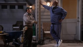 DAD STOP EMBARRASSING ME (L to R) VALENTE RODRIGUEZ as MANNY and DAVID ALAN GRIER as POPS in episode 102 of DAD STOP EMBARRASSING ME Cr. SAEED ADYANI/NETFLIX © 2021