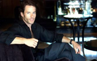 (AUSTRALIA OUT) Actor Guy Pearce at the Park Hyatt hotel in Sydney, 20 December 2000. SMH Picture by EDWINA PICKLES (Photo by Fairfax Media via Getty Images/Fairfax Media via Getty Images via Getty Images)