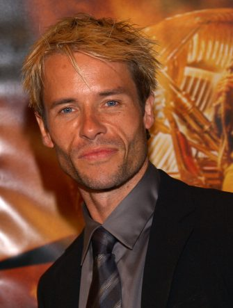 401762 04: Australian actor Guy Pearce arrives at the premiere of the movie 'The Time Machine' March 4, 2002 in Los Angeles, California. (Photo by Sebastian Artz/Getty Images)