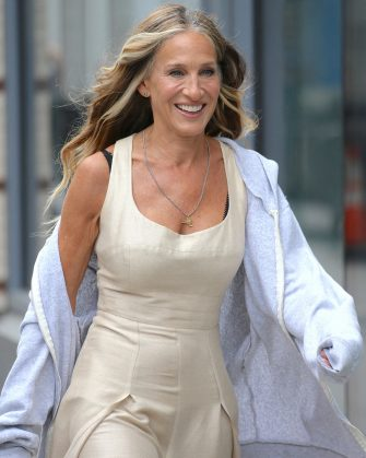 Actress Sarah Jessica Parker is walking on set of Sex and The City reboot in Noho, New York, NY on July 14, 2021.Photo by Dylan Travis/ABACAPRESS.COM