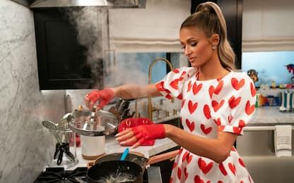 Cooking with Paris, il trailer della serie TV con Paris Hilton cuoca
