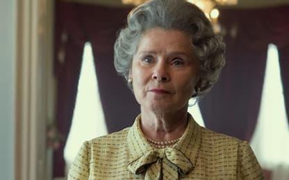 The Crown, prima foto della nuova regina Elisabetta: Imelda Staunton