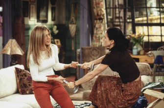 """JENNIFER ANISTON & COURTNEY COX ARQUETTEin FriendsSeason 6""""The One Where Joey Loses His Insurance""""  Filmstill - Editorial Use OnlyRef: FBwww.capitalpictures.comsales@capitalpictures.comSupplied by Capital Pictures"""