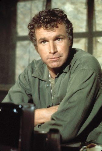 MASH - WAYNE ROGERS army camp Ref: 11842 Supplied by Capital Pictures *TV Still - Editorial Use Only* Tel: +44 (0)20 7253 1122 www.capitalpictures.com sales@capitalpictures.com  (F/SD010)