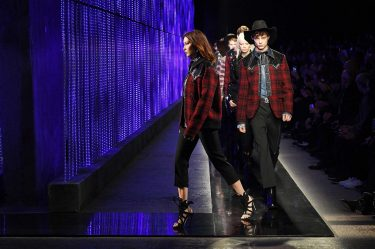 MILAN, ITALY - JANUARY 14:  Bella Hadid walks the runway at the Dsquared2 show during Milan Men's Fashion Week Fall/Winter 2018/19 on January 14, 2018 in Milan, Italy.  (Photo by Venturelli/WireImage)