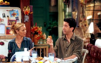 """382997 03:  Lisa Kudrow (as Phoebe, L) and David Schwimmer (as Ross, R) act in a scene from """"Friends"""" (Season 7, """"The One With Phoebe's Cookies"""").  (Photo by NBC/Newsmakers)"""