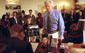 """NO CREDIT. 23785-14. Los Angeles-CA-USA. 19/02/2001. New TV Show  """"The West Wing"""".  Episode :  """"And It's Surely to Their Credit"""". Pictured: (foreground, l-r) Martin Sheen as President Josiah Bartlet, John Larroquette as White House counsel Lionel Tribbey"""