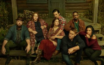 THIS IS US -- Season: 3 --  Pictured: (l-r) Chris Sullivan as Toby, Chrissy Metz as Kate Pearson, Mandy Moore as Rebecca Pearson, Milo Ventimiglia as Jack Pearson, Justin Hartley as Kevin Pearson, Sterling K. Brown as Randall Pearson, Susan Kelechi Watson as Beth Pearson -- (Photo by: NBC)