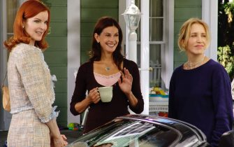 """MARCIA CROSS, TERI HATCHER & FELICITY HUFFMANin Desperate Housewives""""Pretty Little Picture""""*Editorial Use Only*www.capitalpictures.comsales@capitalpictures.comSupplied by Capital Pictures"""