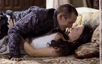Jonathan Rhys Meyers as Henry VIII and Natalie Dormer as Anne Boleyn (The Tudors - episode 5)