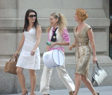 "NEW YORK - SEPTEMBER 21:  Sarah Jessica Parker, Kristin Davis and Cynthia Nixon On Location for ""Sex and the City: The Movie in on Park Avenue, New York, New York September 21 2007  (Photo by Bobby Bank/WireImage)"