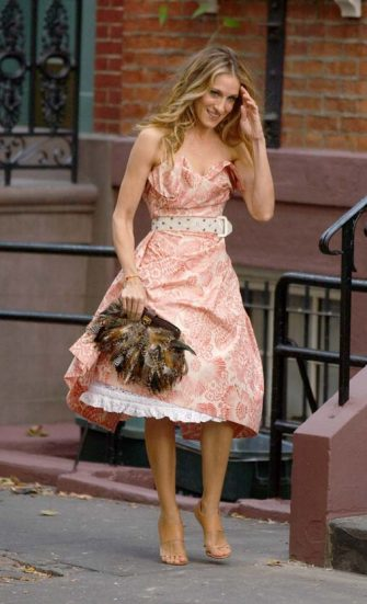 NEW YORK - OCTOBER 1:  (ITALY OUT, NY DAILY NEWS OUT, NY NEWSDAY OUT)  Actress Sarah Jessica Parker on the set of ''Sex and the City: The Movie'' October 1, 2007 in New York City. (Photo by Arnaldo Magnani/Getty Images)