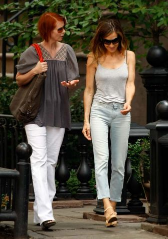 "NEW YORK - SEPTEMBER 04:  Actresses Cynthia Nixon and Sarah Jessica Parker filming on location for ""Sex And The City 2"" on the streets of Manhattan on September 4, 2009 in New York City.  (Photo by Jeffrey Ufberg/WireImage)"