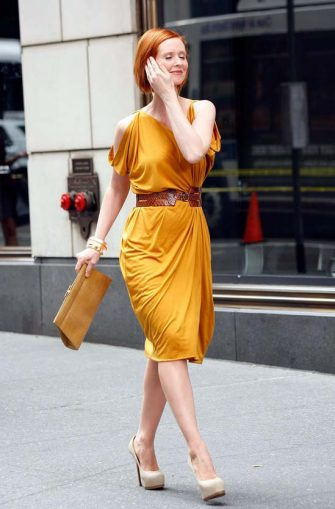"NEW YORK - SEPTEMBER 09:  Actress Cynthia Nixon filming on location for ""Sex And The City 2"" on the streets of Manhattan on September 9, 2009 in New York City.  (Photo by Jeffrey Ufberg/WireImage)"