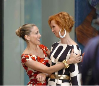 UNITED STATES - SEPTEMBER 24:  filming Sex And The City at Christies w49th St.... Kirsten Davis, Sarah Jessica Parker and Cynthia Nixon  (Photo by Richard Corkery/NY Daily News Archive via Getty Images)