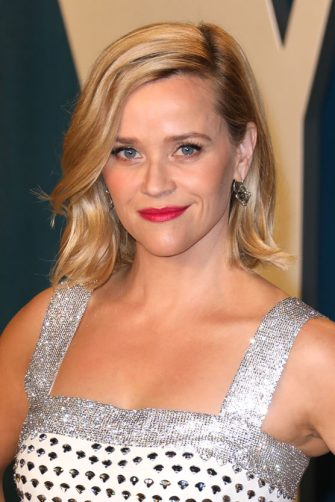 BEVERLY HILLS, CALIFORNIA - FEBRUARY 09: Reese Witherspoon attends the 2020 Vanity Fair Oscar Party at Wallis Annenberg Center for the Performing Arts on February 09, 2020 in Beverly Hills, California. (Photo by Toni Anne Barson/WireImage)