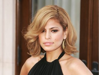 LOS ANGELES - JUNE 10:  Actress Eva Mendes arrives at Chrysalis' 5th Annual Butterfly Ball at the home of Fred and Carla Sands on June 10, 2006 in Los Angeles, California. (Photo by Kevin Winter/Getty Images)