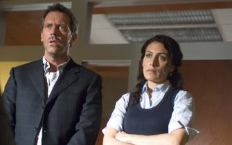 """HOUSE:  House (Hugh Laurie, L) and Cuddy (Lisa Edelstein, R) team up to treat a patient in the HOUSE episode """"Humpty Dumpty"""" airing Tuesday, Sept. 27 (9:00-10:00 PM ET/PT) on FOX.  ª©2005 Fox Broadcasting Co.  Cr:  Jaimie Trueblood/FOX."""