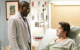 """HOUSE:  Dr. Foreman (Omar Epps, L) treats a prestigous doctor (guest star Ron Livingston, R) who comes down with something resembling TB in the HOUSE episdoe """"TB or not TB"""" airing Tuesday, Nov. 1 (9:00-10:00 PM ET/PT) on FOX.  ª©2005 Fox Broadcasting Co.  Cr:  Dean Headner/FOX."""