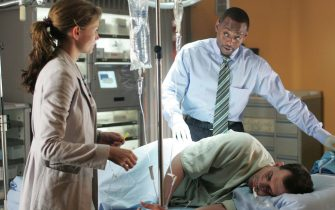 """HOUSE:  Dr. Cameron (Jennifer Morrison, L) and Dr. Foreman (Omar Epps, R) search for the correct diagnosis for a professional cyclist (Kristoffer Polaha, C) who has been enhancing his performance in the HOUSE episode """"Spin"""" airing Tuesday, Nov. 15 (9:00-10:00 PM ET/PT) on FOX.  ª©2005 Fox Broadcasting Co.  Cr:  Chris Hasten/FOX."""