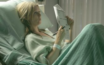 """HOUSE:   A woman (guest star Cynthia Nixon) who repeatedly visits the hospital with a factitious illness may actually be sick in the HOUSE episode """"Deception"""" airing Tuesday, Dec. 13 (9:00-10:00 PM ET/PT) on FOX.  ª©2005 Fox Broadcasting Co.Cr:  Dean Headner/FOX."""