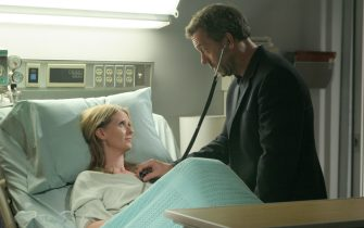 """HOUSE:  House (Hugh Laurie, R) believes that a woman (guest star Cynthia Nixon, L) who repeatedly visits the hospital with a factitious illness may actually be sick in the HOUSE episode """"Deception"""" airing Tuesday, Dec. 13 (9:00-10:00 PM ET/PT) on FOX.  ª©2005 Fox Broadcasting Co.Cr:  Dean Headner/FOX."""