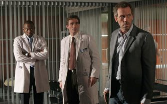 """HOUSE:  When Foreman (Omar Epps, L) becomes House's (Hugh Laurie, R) supervisor they battle for one upsmanship in the HOUSE episode """"Deception"""" airing Tuesday, Dec. 13 (9:00-10:00 PM ET/PT) on FOX.  Also pictured:  Robert Sean Leonard (C).  ª©2005 Fox Broadcasting Co. Cr: Dean Headner/FOX.Ê"""