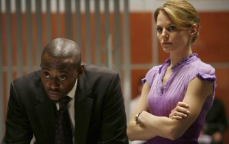 """HOUSE:  Foreman (Omar Epps, L) and Cameron (Jennifer Morrison, R) try to diagnose a famous journalist who hit his head in a fall and is speaking in jibberish in the HOUSE episode """"Failure to Communicate"""" airing Tuesday, Jan. 10 (9:00-10:00 PM ET/PT) on FOX.  ©2005 Fox Broadcasting Co.  Cr:  Isabella Vosmikova/FOX"""