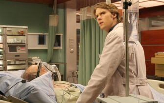 """HOUSE:  Chase (Jesse Spencer, R) races against time to save a man who needs a donor heart (guest star Howard Hessman, L) in the HOUSE episode """"Sex Kills"""" airing Tuesday, March 7 (9:00-10:00 PM ET/PT) on FOX.  ©2006 Fox Broadcasting Co.  Cr:  Carin Baer/FOX"""