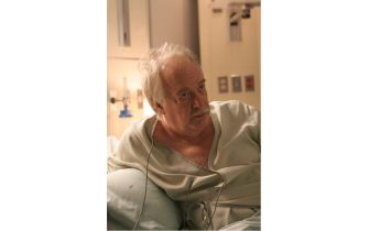 """HOUSE:  Howard Hessman guest-stars as a sick man in need of a heart transplant in the HOUSE episode """"Sex Kills"""" airing Tuesday, March 7 (9:00-10:00 PM ET/PT) on FOX.  ©2006 Fox Broadcasting Co.  Cr:  Carin Baer/FOX"""